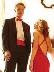 для выпускников-вечерние платья; смокинги и фраки, костюмы .Прокат Пошив