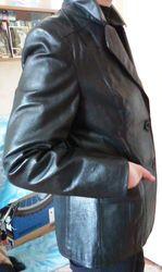 Пиджак кожаный женский.