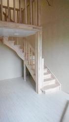 Производство и проектирование деревянных лестниц. Гарантия качества. Звоните