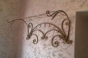 Предметы интерьера кованые. Кованый стол,  стулья,  кровать,  вешалка.